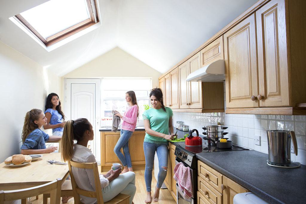 5 things students look for in their student accommodation - Image of student's in a kitchen
