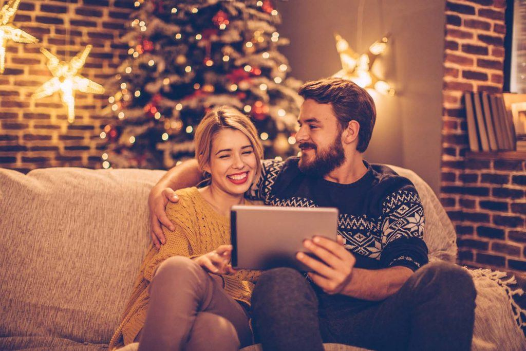 Tenant advice: Spot the signs | Two people reading a tablet on the sofa at home in the winter
