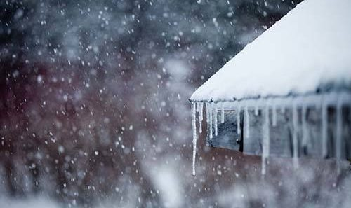 Be winter ready - everything you need to protect your property | Ice dams on the roof of a house